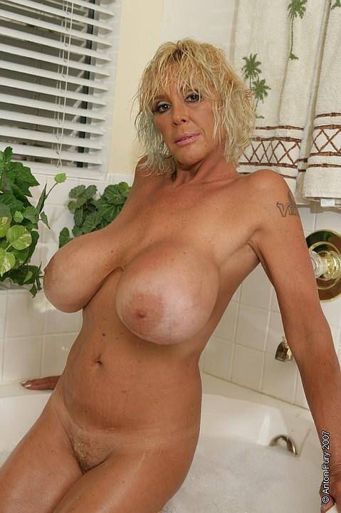 Shelley nude milf — photo 7
